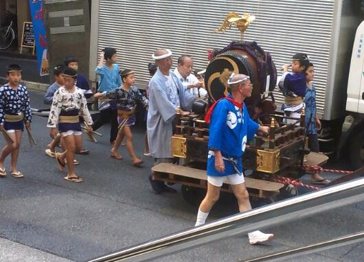 都会の祭り