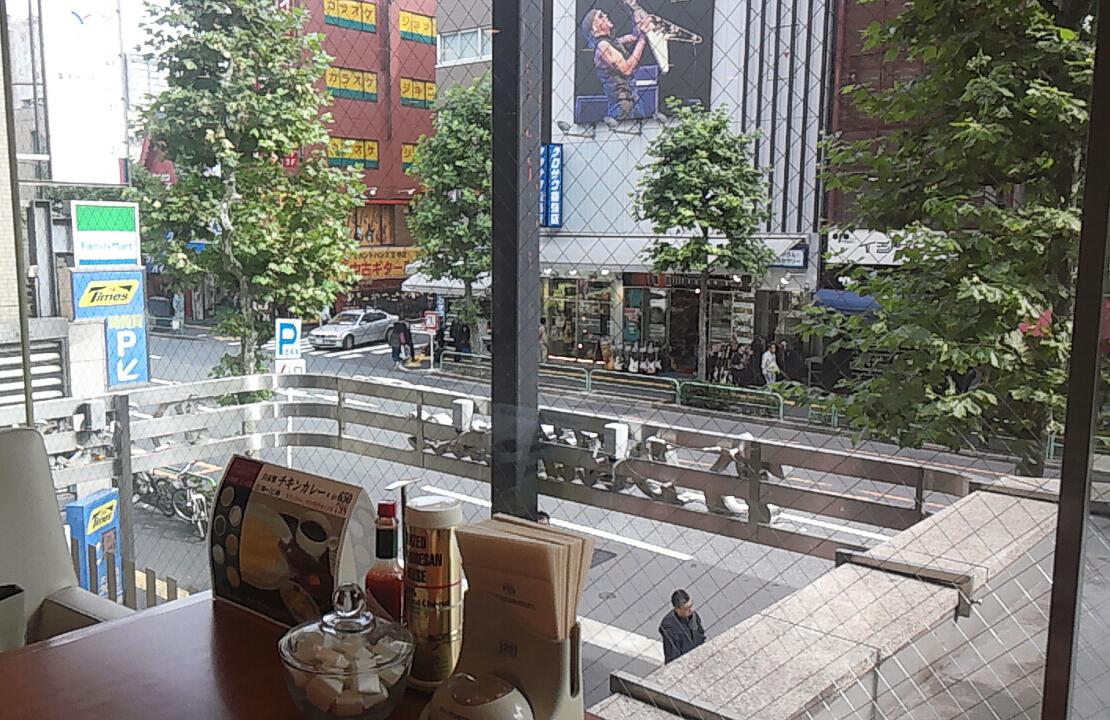学生街のカフェレストラン