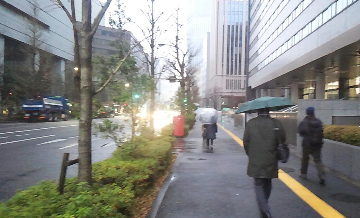 雨降り、寒波…
