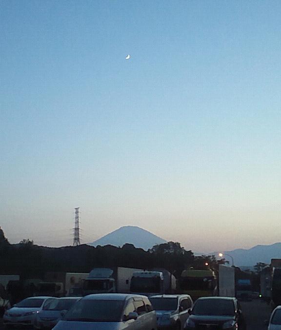 黄昏の富士と三日月