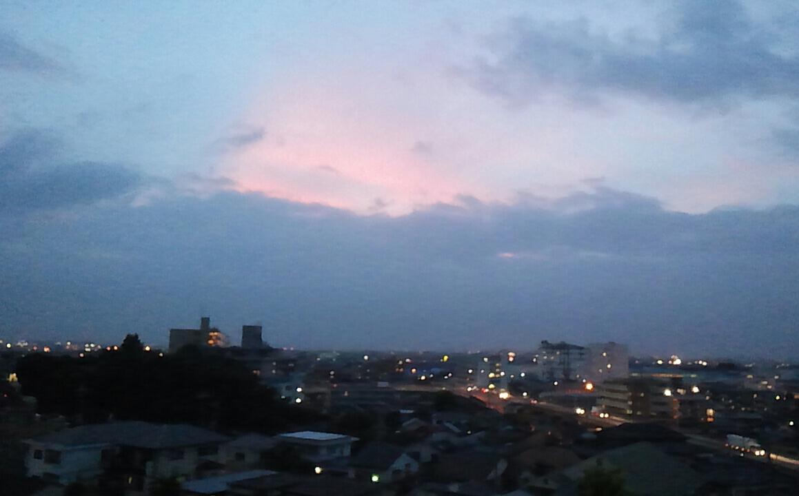 台風前の黄昏