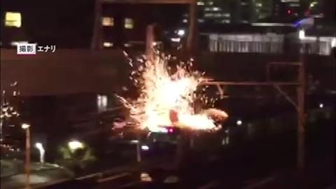 街では花火、電車は火花