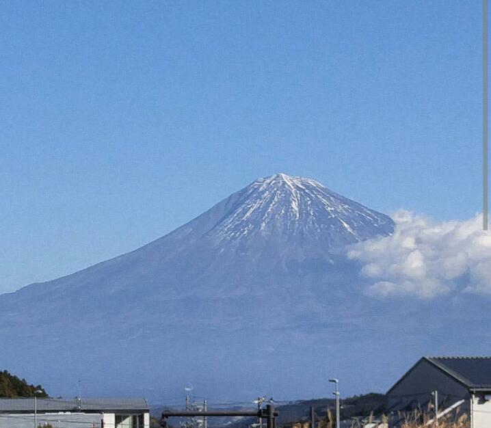 富士山に雪がない…!