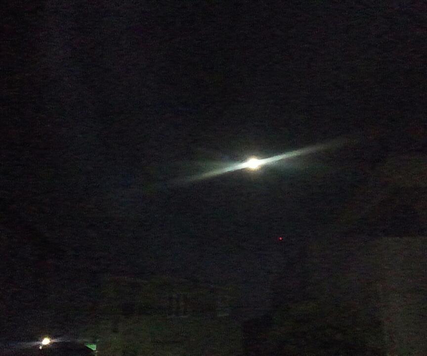 明けの満月