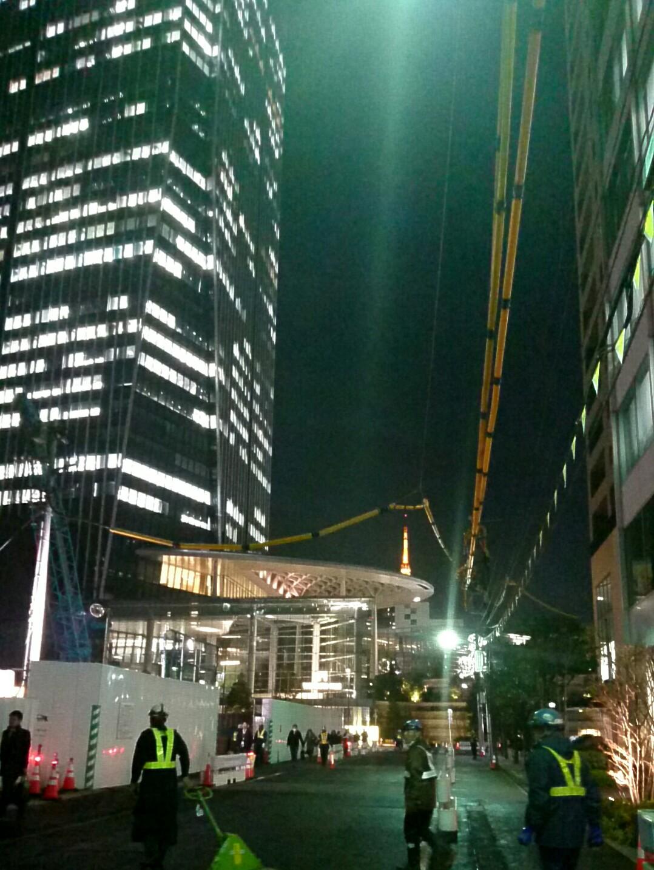 ビル建設の槌音