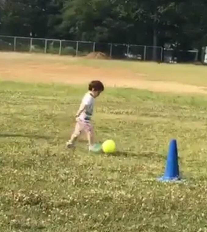 天使がサッカー