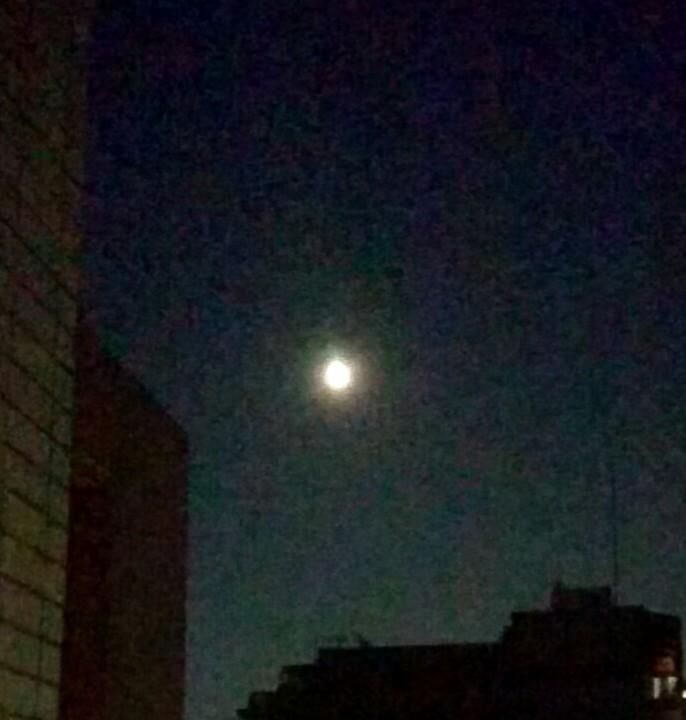明日は満月
