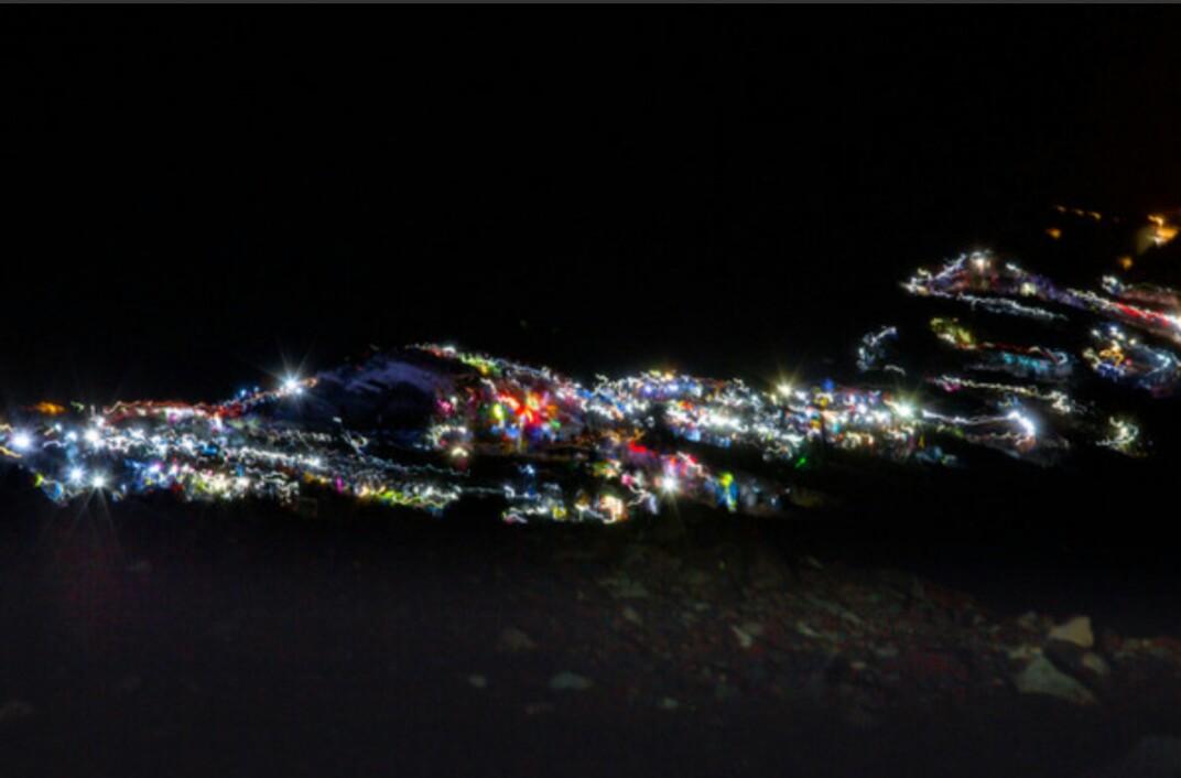富士登山の灯り