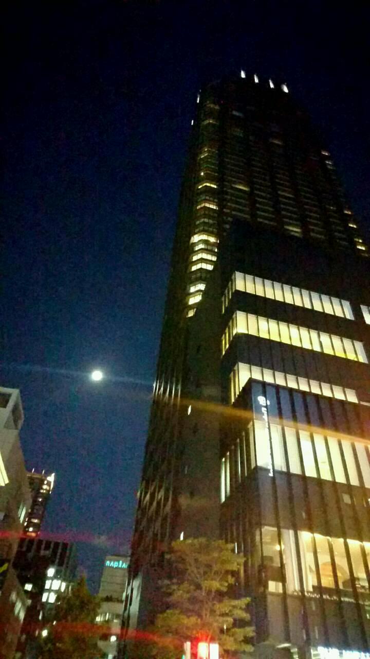 大阪で見る月