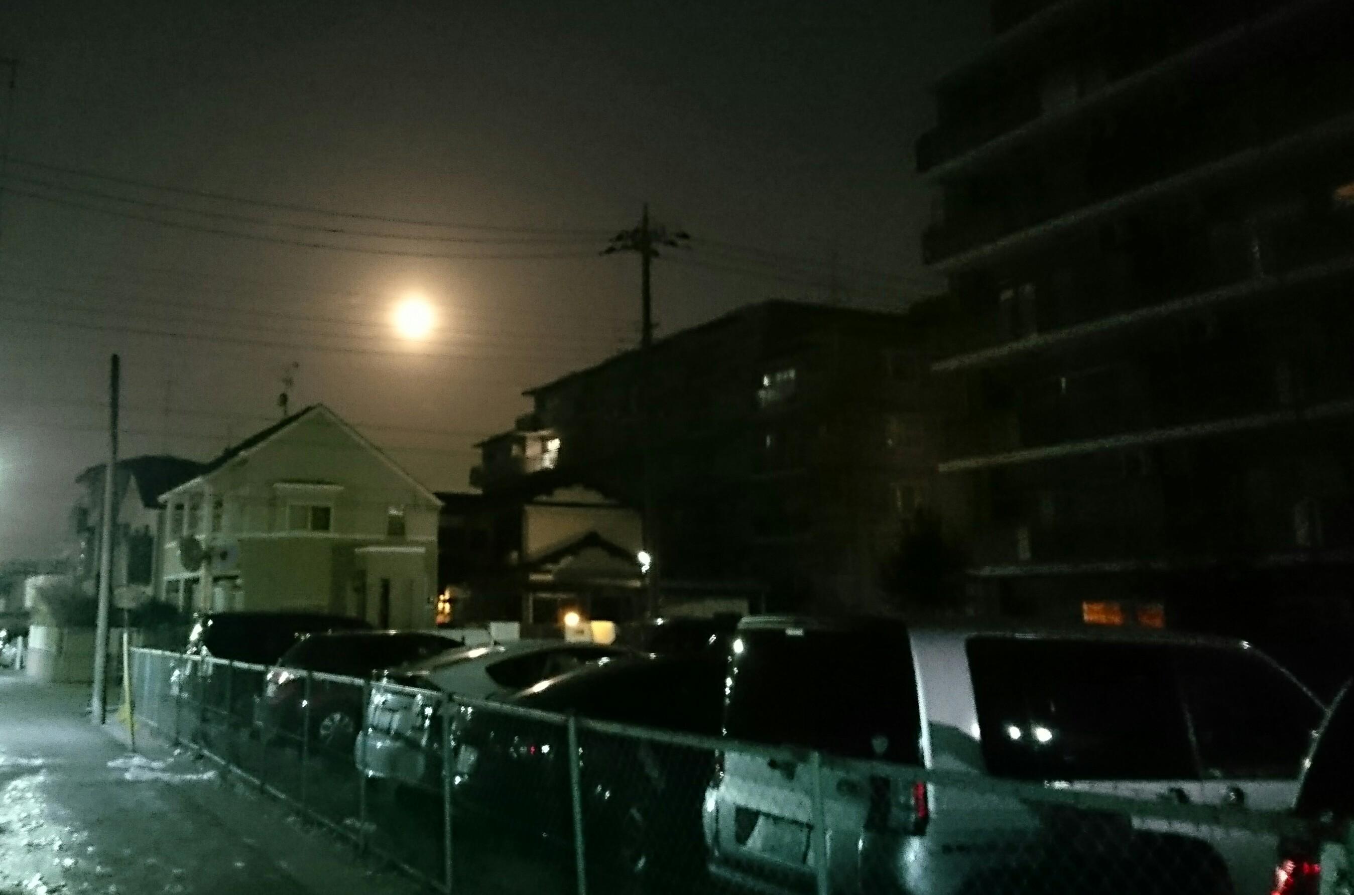 早朝に残る月
