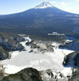 精進湖全面結氷
