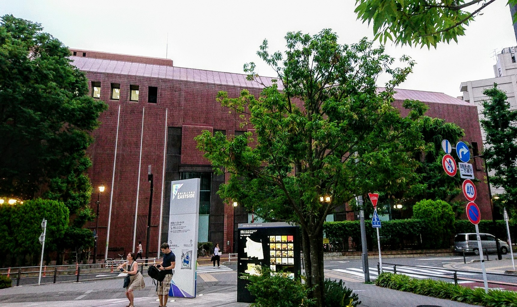 新宿文化センターへ