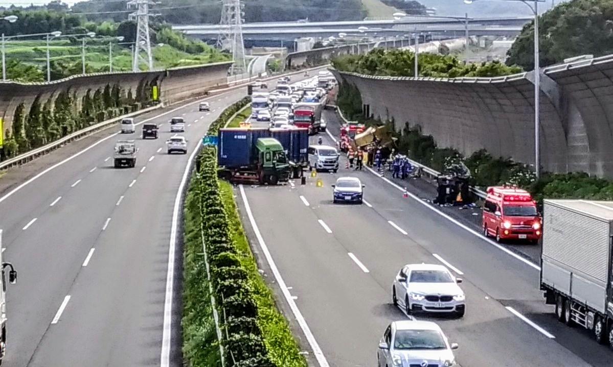 土曜日の東名高速の事故
