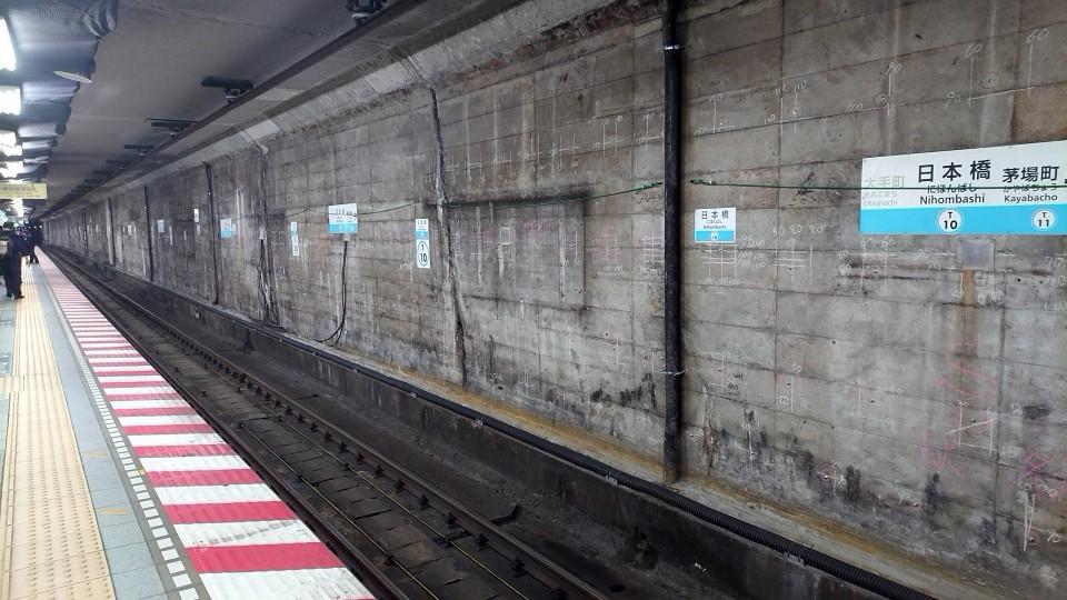 日本橋駅ホーム