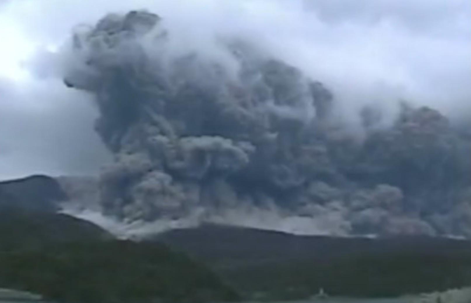 今度は火山噴火
