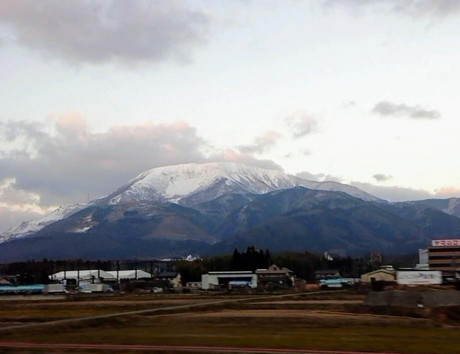 伊吹山には雪